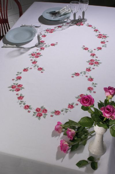 Tablecloth w/roses   140x230cm